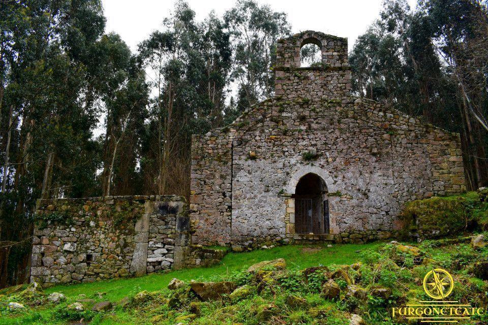 Ruta a la Iglesia Romana en Ruinas de Santa María de Tina, Ribadedeva ( Asturias )